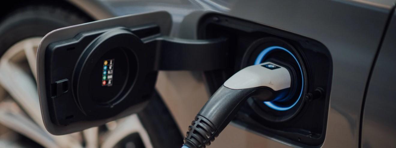 Ładowanie samochodów elektrycznych - czy da się krócej?